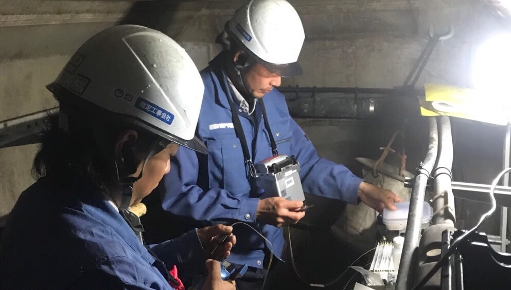 地下光接続作業